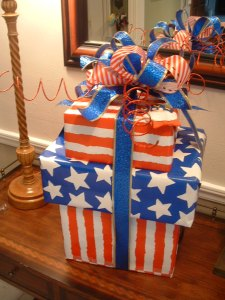 Patriotic Gift Wrap Idea!