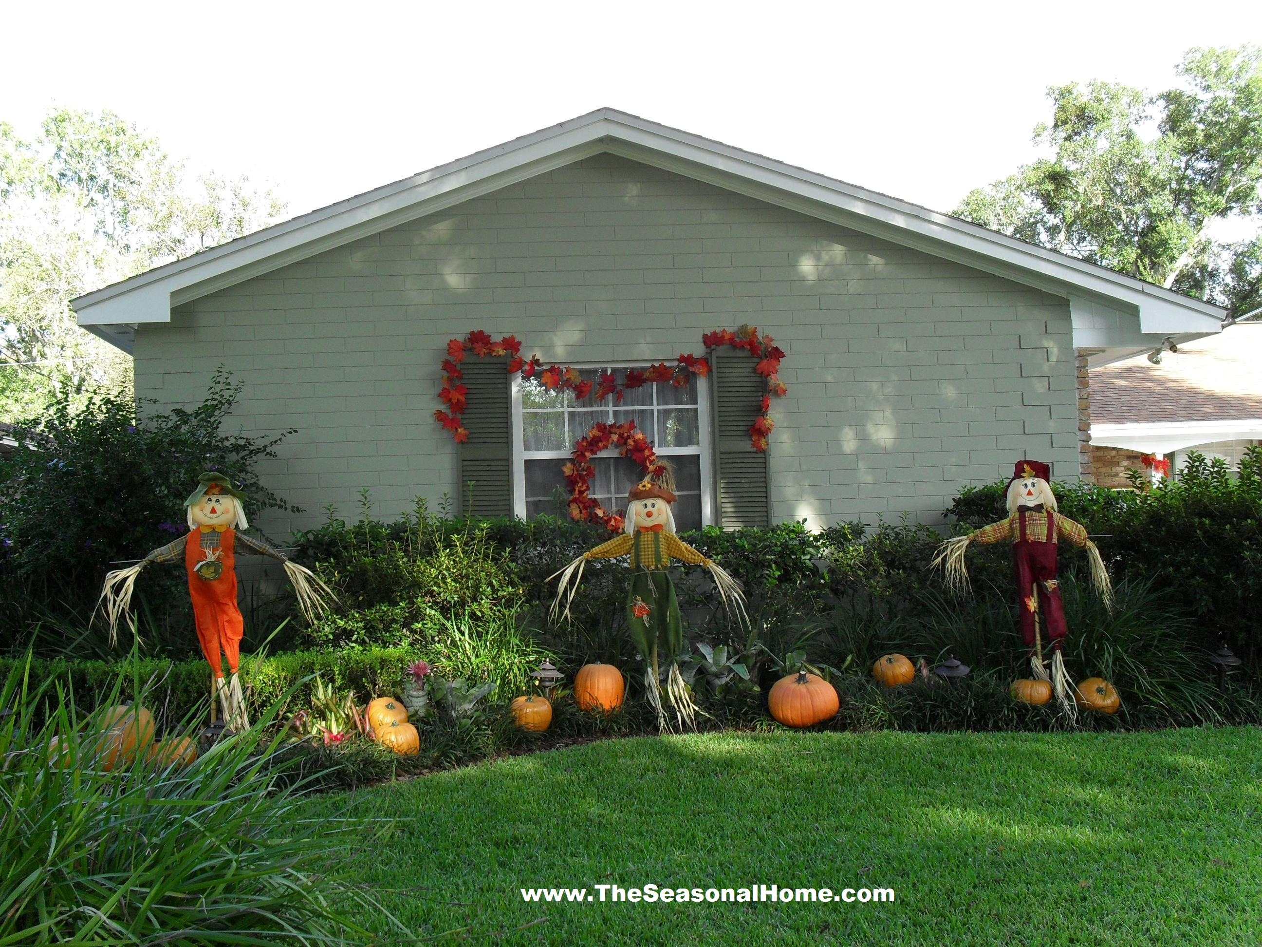 Fall yard turns spooooky the seasonal home for Front yard decor