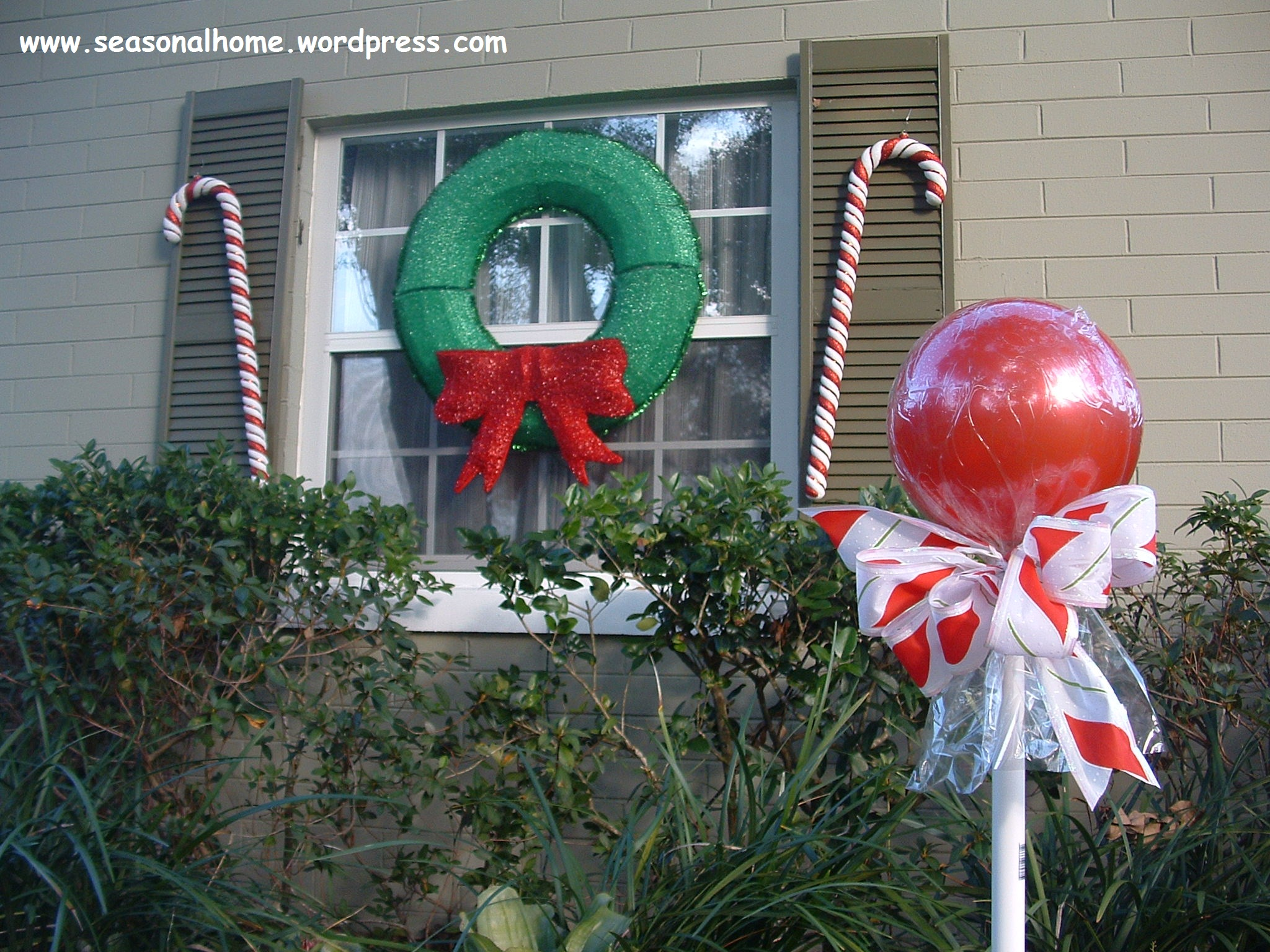 Time to start on those christmas yard art subject candy for Large outdoor christmas displays