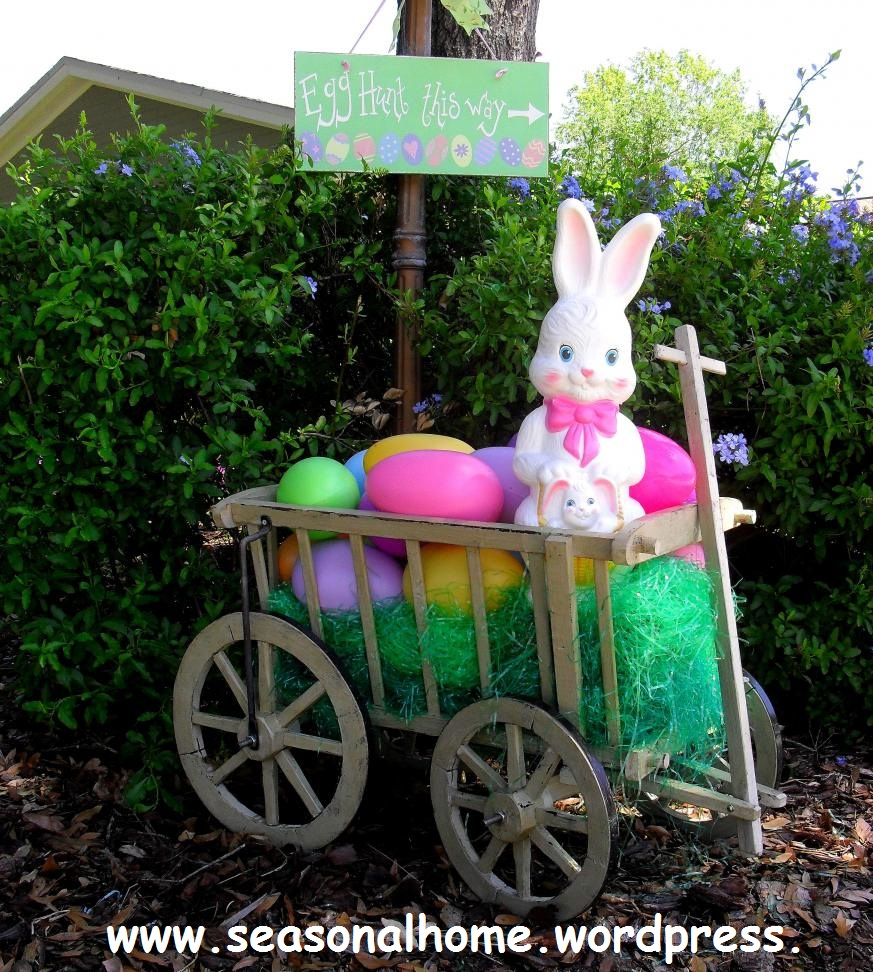 Easter decoration outdoor - Big Eggs And A New Filled Goat Cart The Seasonal Home Is Ready For The Big Hunt
