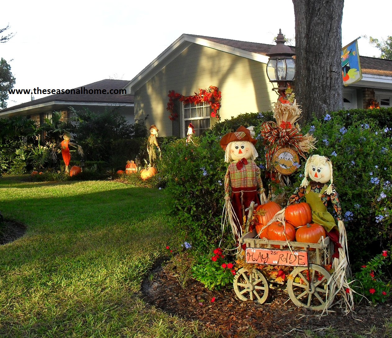 Fall has fell in the front yard the seasonal home for Front yard decorating ideas
