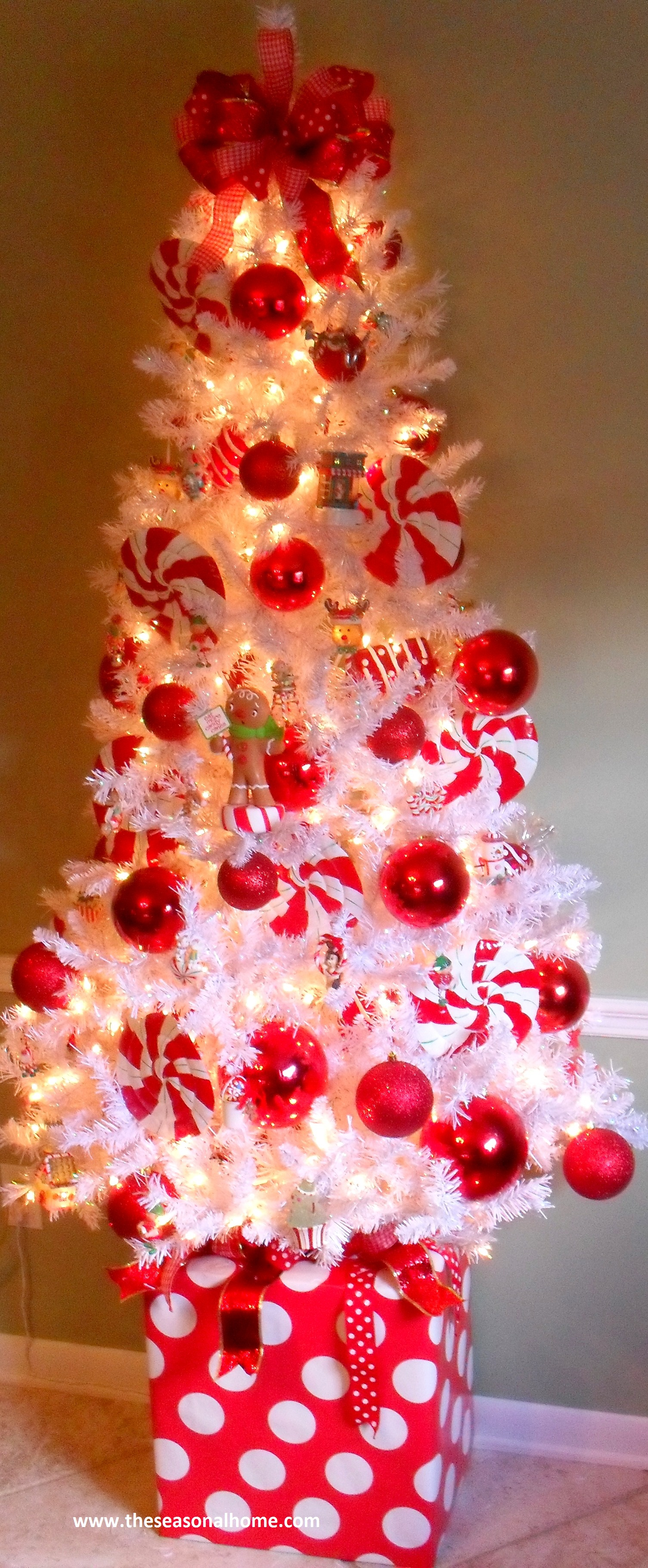 Cool Christmas Gifts For Moms: Unique Christmas Tree Skirt Ideas « The Seasonal Home