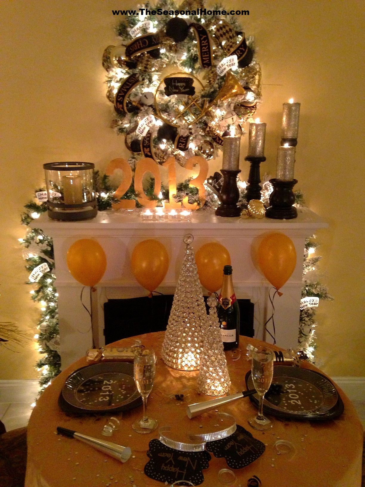 Cozy new year s eve dinner party at home the seasonal home for Home decorations for new year